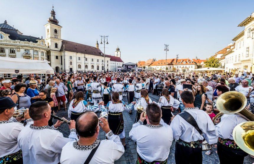 """Cazare pensiune Sibiu – """"Delicii"""" folclorice și culinare la """"Cântecele Munților"""" – program"""